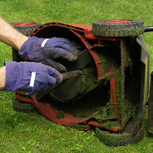 cleaning lawn mower